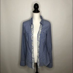 Guess blouse size large.  Long sleeves, stripes